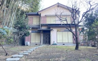 Traditional Japanese house by bicycle distance